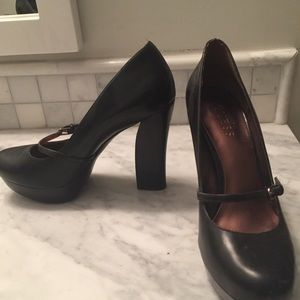 Chunky Guess Heels with strap